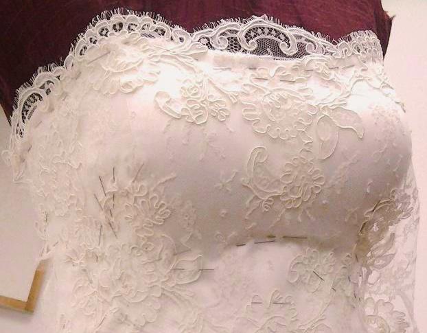 Corsetto sposa con scollo arrotondato