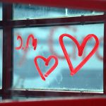 Un abito da sposa scrive una lettera d'amore per S. Valentino.