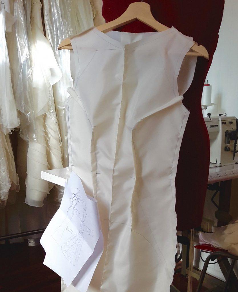 Il telino di prova dell'abito da sposa su misura