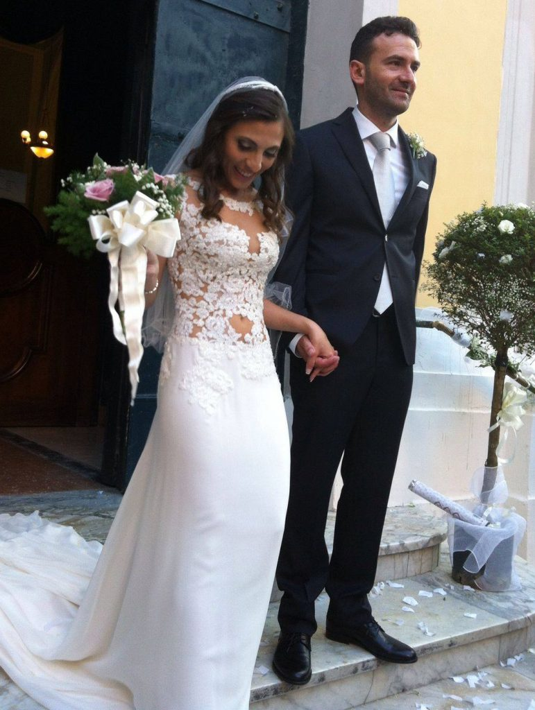 un abito da sposa a sirena con corpetto in pizzo