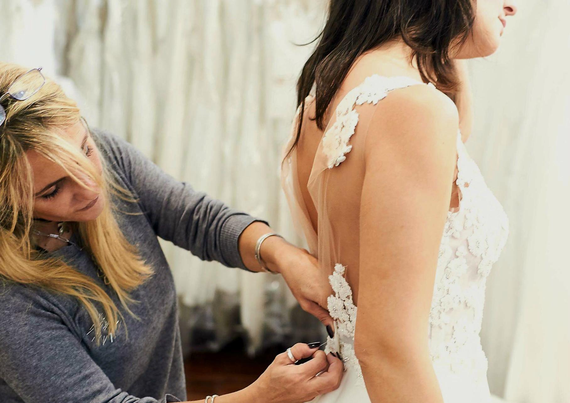 La prima prova degli abiti da sposa va fatta con serenità