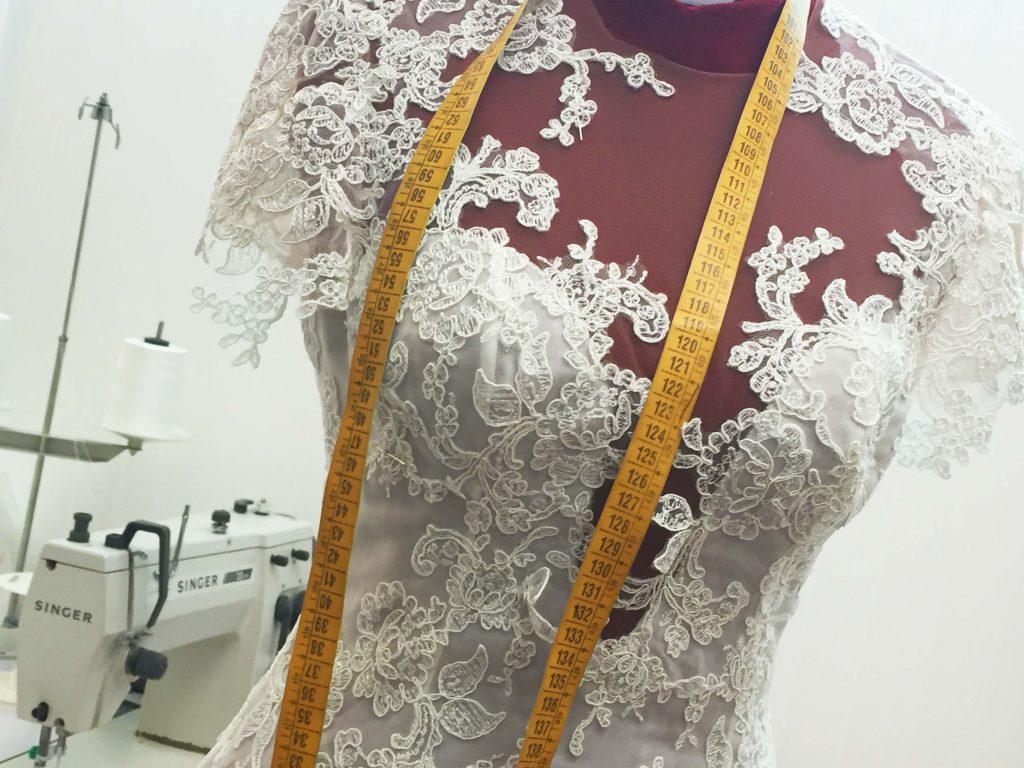 Come nasce in sartoria un corsetto da sposa