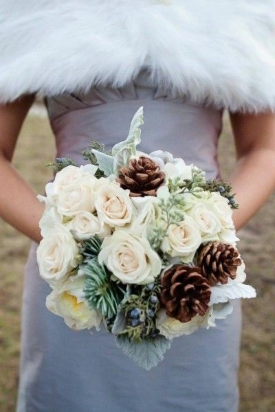bouquet sposa rose e pigne